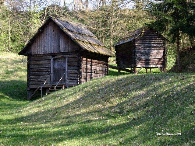 Cliquez ici pour télécharger Carinthian Barns