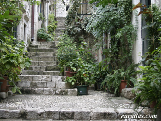 Click to download the An Alleyway in Dubrovnik