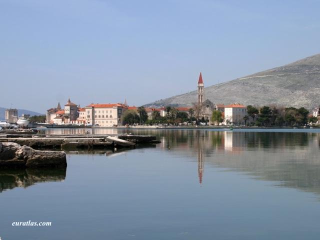 Cliquez ici pour télécharger The City of Trogir...