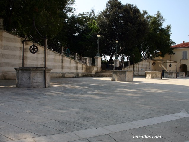 Click to download the Five Wells Square, Zadar