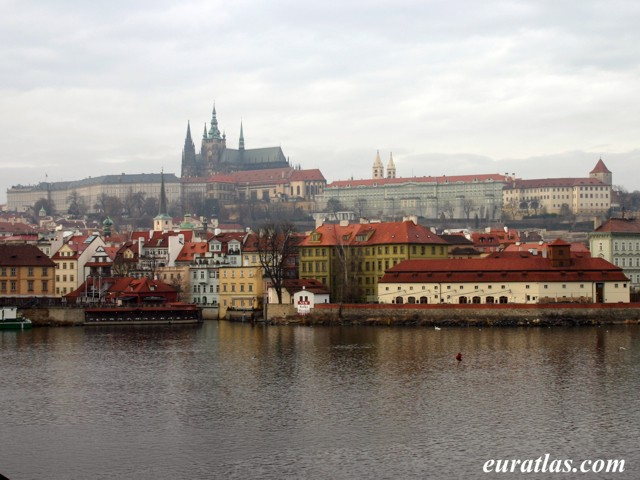 Click to download the Prague Castle from the Old Town