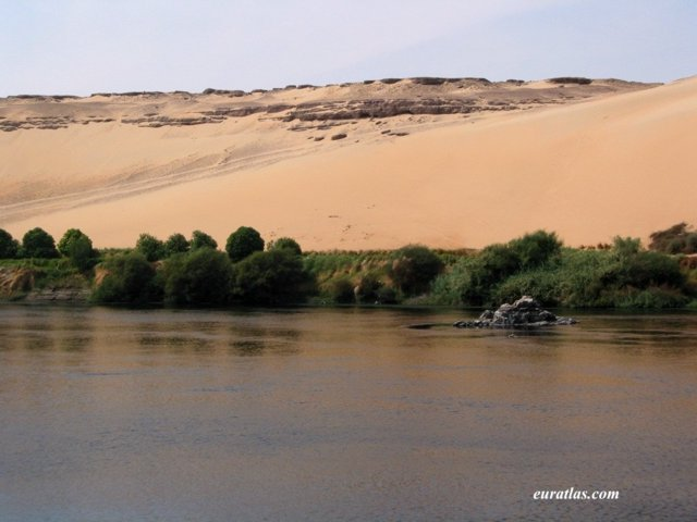 Click to download the The Desert in Aswan West Bank