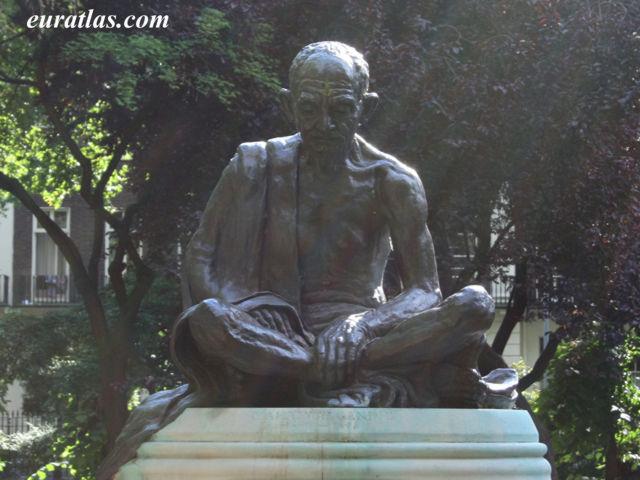 Cliquez ici pour télécharger Mahatma Gandhi