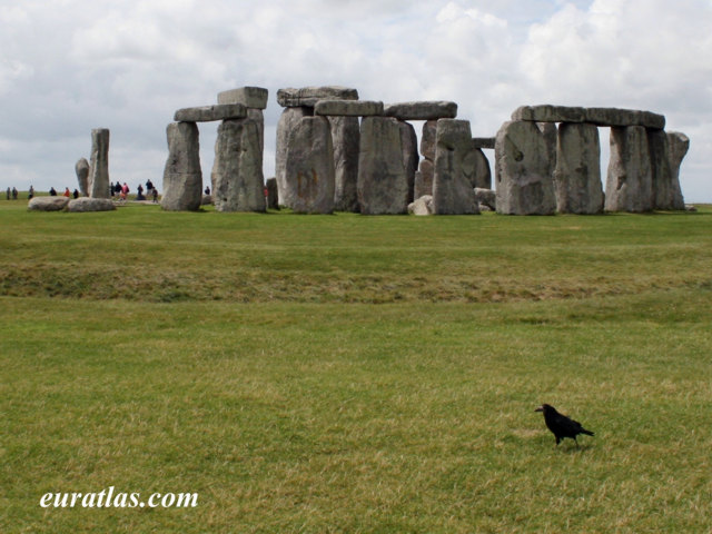 Click to download the Stonehenge, built between 3000 and 2000 B. C.