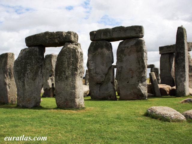 Cliquez ici pour télécharger The Triliths of