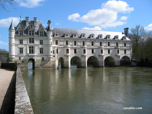 Click to download the The Château de Chenonceaux on the Bed of the River Cher