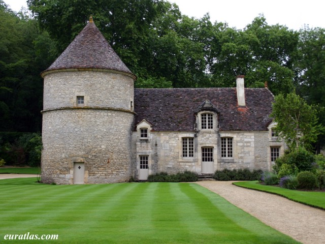 Click to download the Abbey of Fontenay, the Dovecote