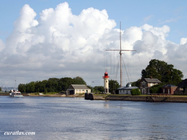 Click to download the Lighthouse at Honfleur