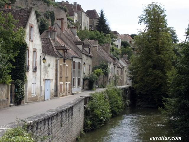 Click to download the Semur-en-Auxois