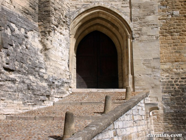 Click to download the Palais des Papes, Gate of the Trésor Bas