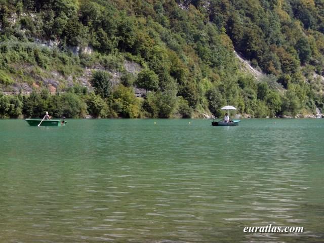Cliquez ici pour télécharger The Lake of
