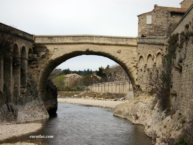 Click to download the The Roman Bridge at Vaison-la-Romaine
