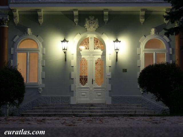 Cliquez ici pour télécharger The Blue Palace