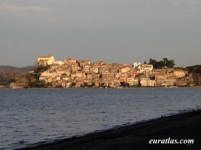 Cliquez ici pour télécharger Anguillara, Lake...