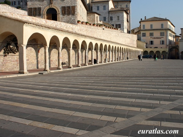 Click to download the Piazza Inferiore di San Francesco, Assisi