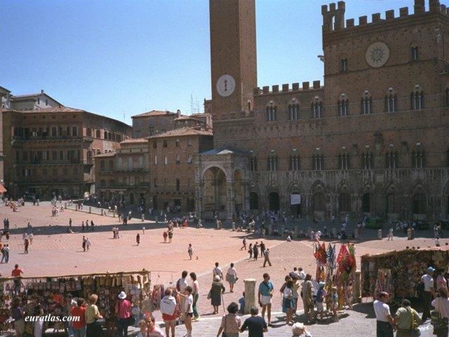 Cliquez ici pour télécharger Siena, the Piazza del