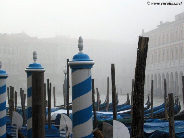 Cliquez ici pour télécharger Gondolas in Venice