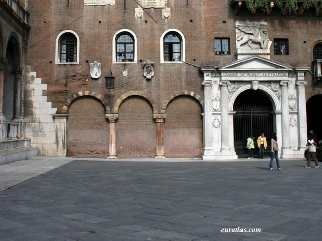 Click to download the Palazzo del Podestà, Verona