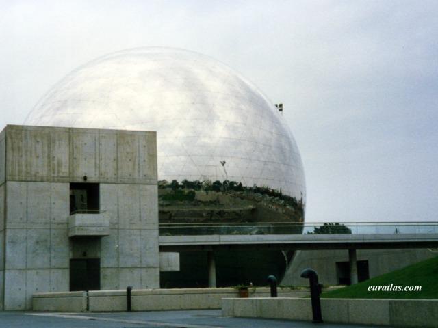 Click to download the The Géode in the Parc de la Villette