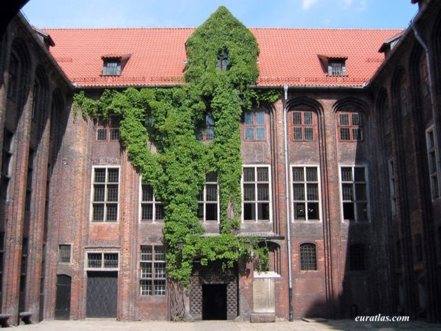 Click to download the Torun, the Inner Courtyard of the history Museum