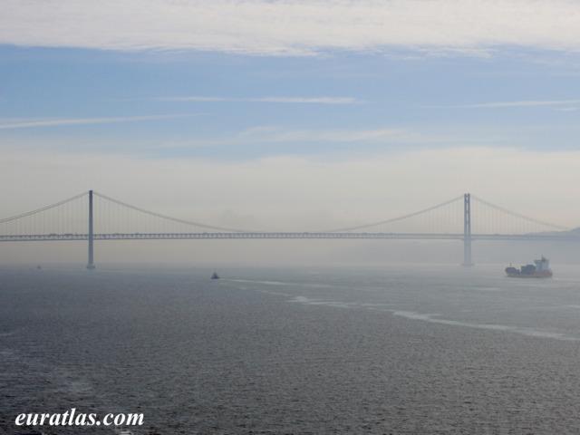 Cliquez ici pour télécharger 25th of April Bridge