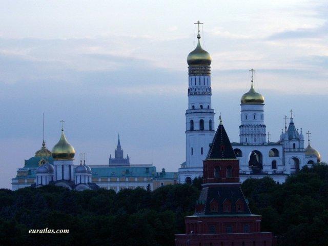 Cliquez ici pour télécharger Moscow, the Onion-Domed