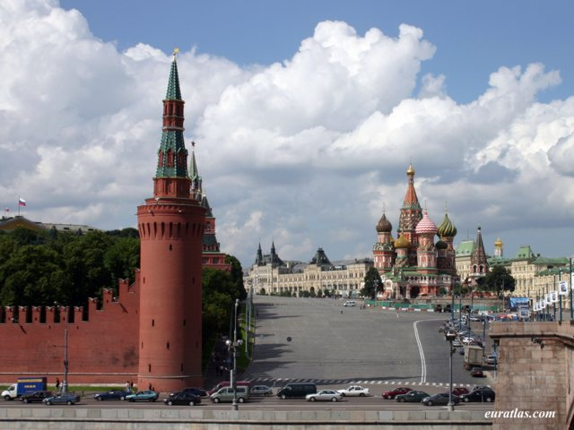 Click to download the The Kremlin, the Red Square and Saint-Basil