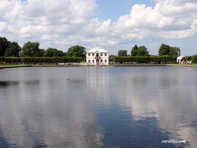 Click to download the Catherine's Pavilion in Peterhof Gardens
