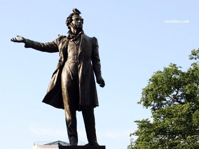 Click to download the Alexander's Pushkin Statue in Saint Petersburg