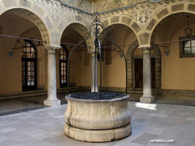 Cliquez ici pour télécharger The Town's Hall Atrium