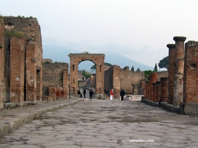 the forum pompeii The forum was the centre of an ancient roman city, it was the cbd of today's cities the forum was a large rectangular shape and it was surrounded by the most important buildings it was 137 .