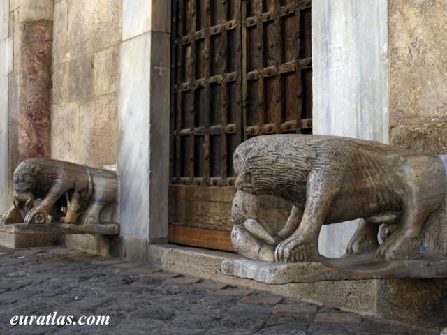 Cliquez ici pour télécharger The Lions of Sessa Aurunca