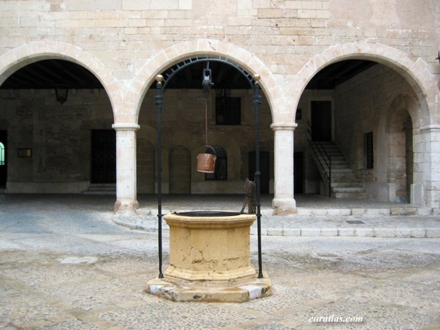 Click to download the Palma de Mallorca, Courtyard of the Almudaina Palace