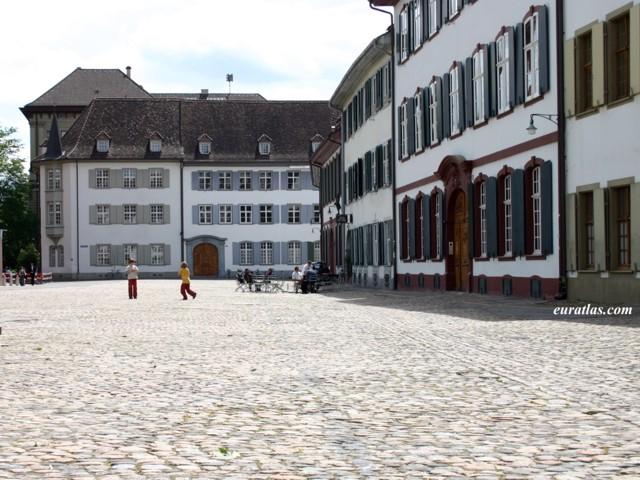 Cliquez ici pour télécharger Basel, the Münsterplatz