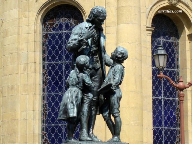Click to download the The Statue of Johann Heinrich Pestalozzi in Yverdon-les-Bains