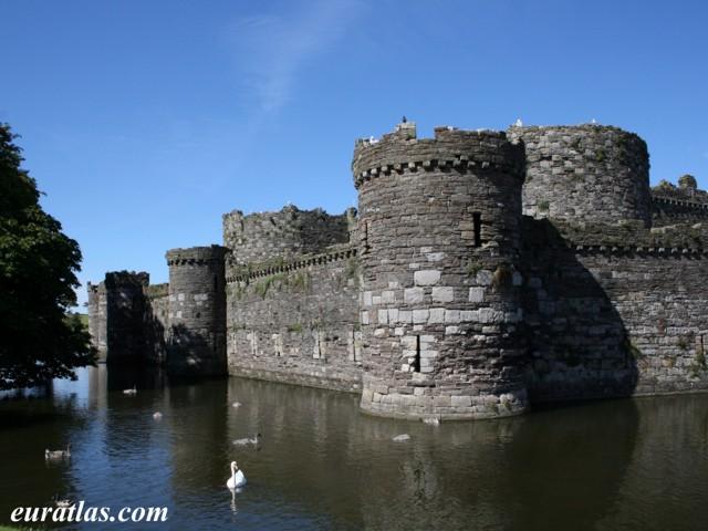Cliquez ici pour télécharger Beaumaris Castle and