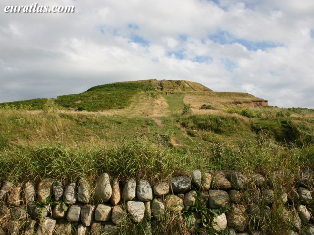 Click to download the Dinas Dinlle Hillfort