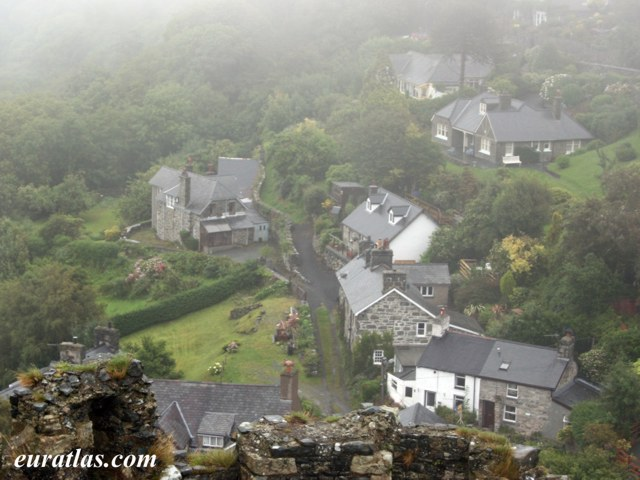 Click to download the Harlech Houses