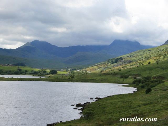 Click to download the Lake Mymbyr and Peak Snowdon, 1085 m.